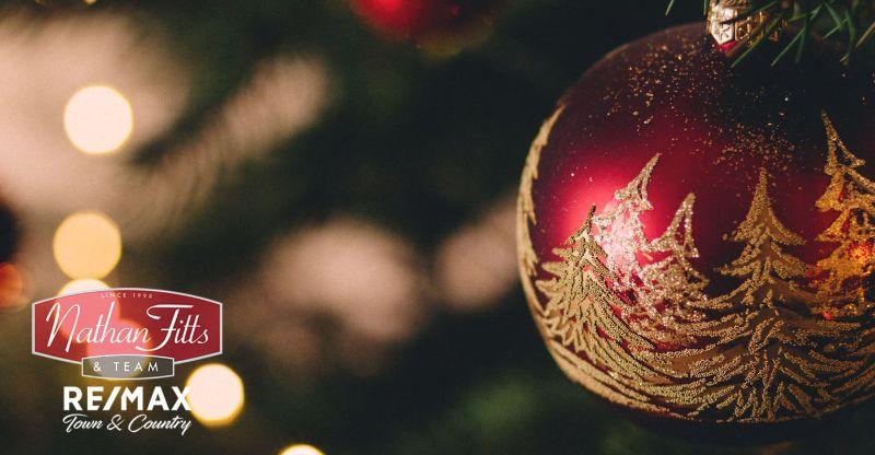 red christmas ball decor